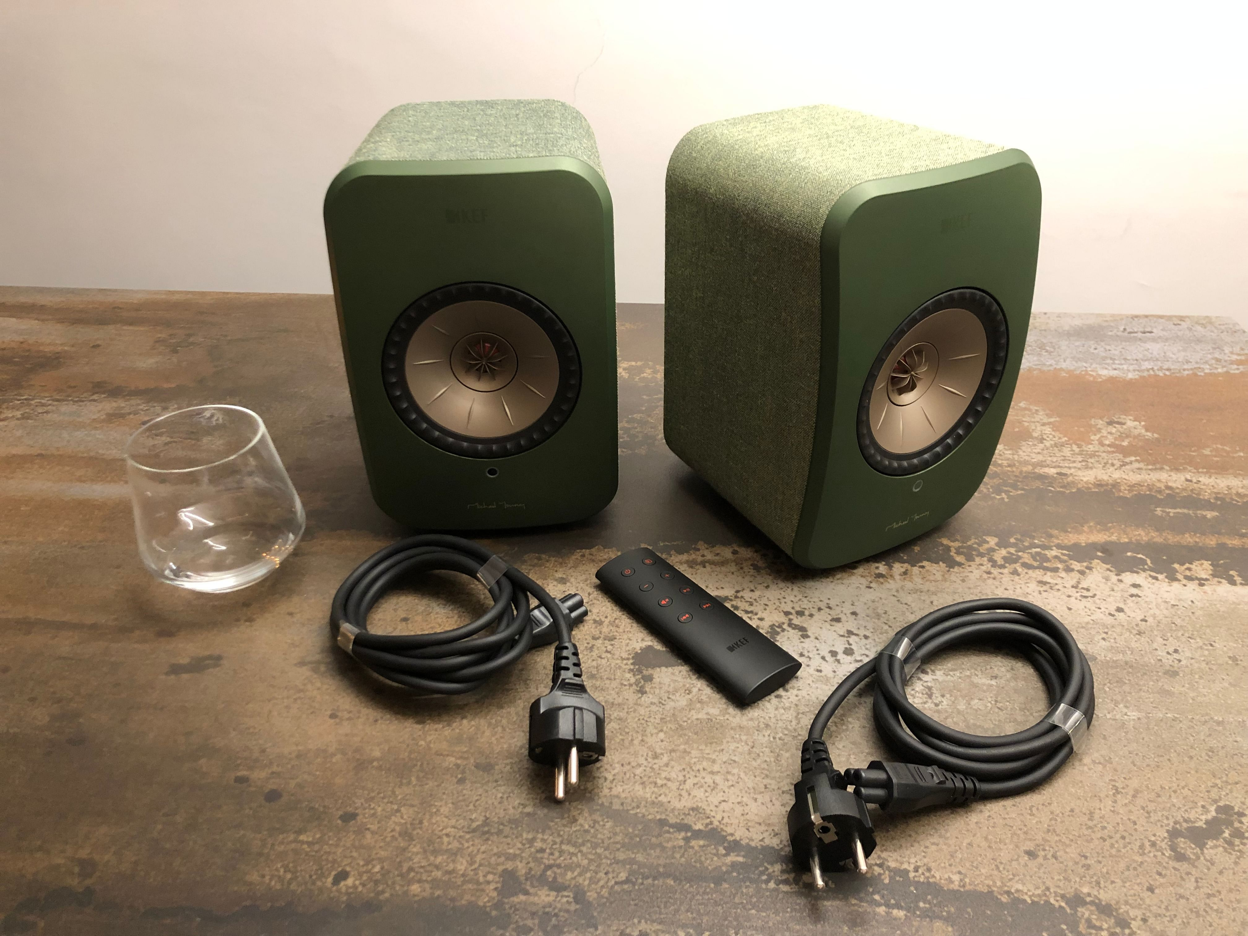 What's in the box for the LSX speakers from KEF.